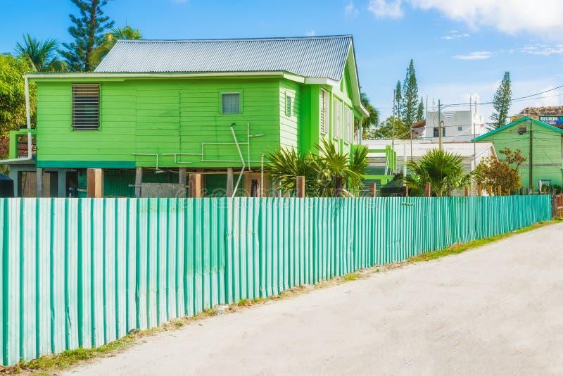 Powierzchowność budynki w Caye doszczelniaczu Belize fotografia stock