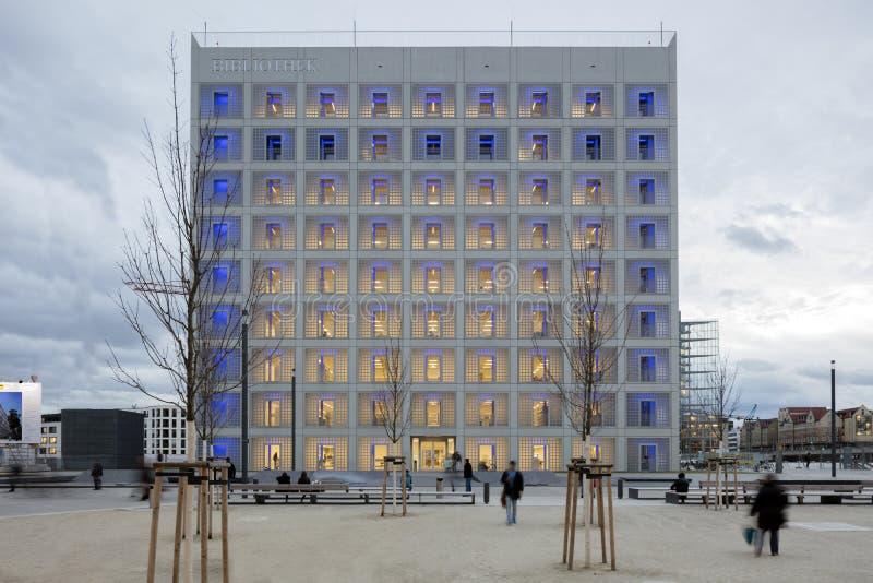 Powierzchowność futurystyczna biblioteka w bielu zdjęcia stock