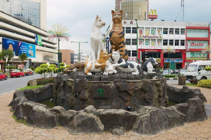 Powierzchowność koty pomnikowi w w centrum Kuching, Malezja obraz royalty free
