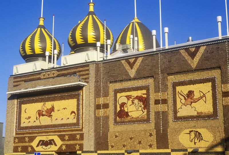Powierzchowność Kukurydzany pałac, pobocza przyciąganie w Zachodnim Mitchell, SD obraz royalty free
