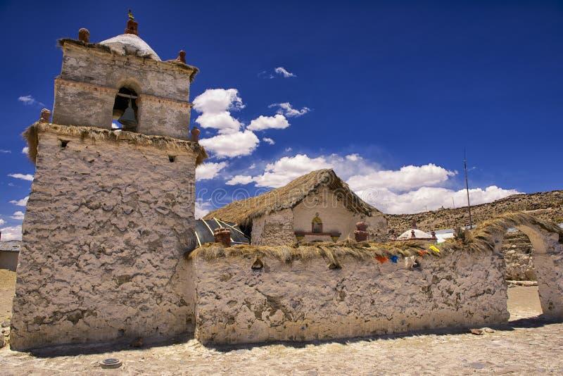 Powierzchowność piękny Parinacota wioski kościół, Putre, Chile zdjęcie royalty free