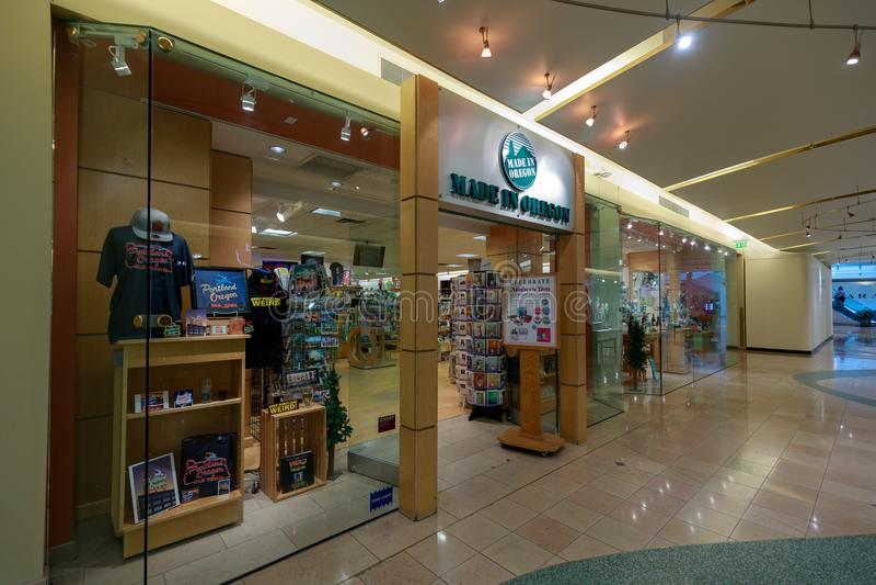 Powierzchowność Robić W Oregon sklepie, sprzedaje Portlandzkich Pamiątkarskich produkty, przy Pionierskim miejscem obraz royalty free