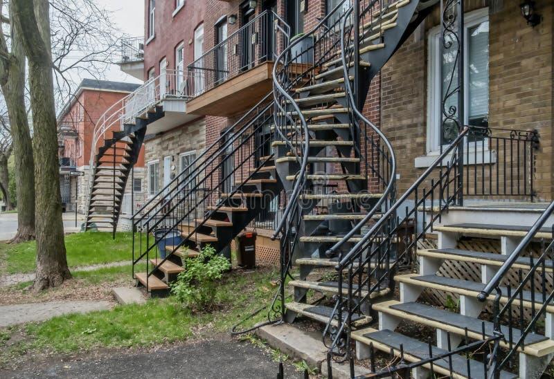 Powierzchowność Typowy żelazny schody w Montreal obrazy stock