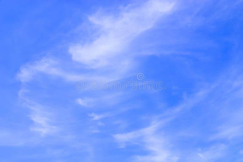 Powietrze chmurnieje w niebieskim niebie fotografia royalty free