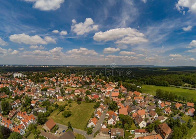 Powietrzna fotografia wioska Tennenlohe blisko miasta Erlangen zdjęcia royalty free