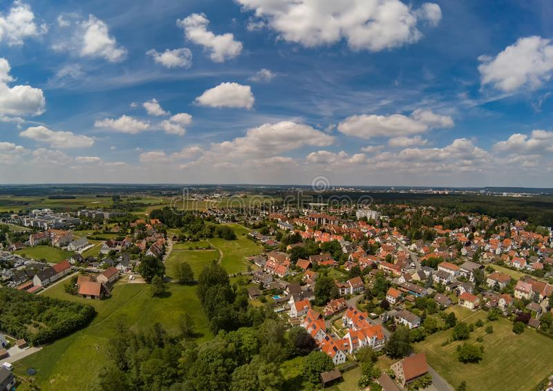 Powietrzna fotografia wioska Tennenlohe blisko miasta Erlangen zdjęcia stock