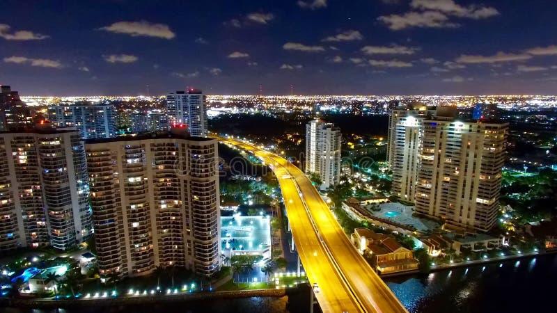 Powietrzna Miami Aventura nocy linia horyzontu zdjęcie stock