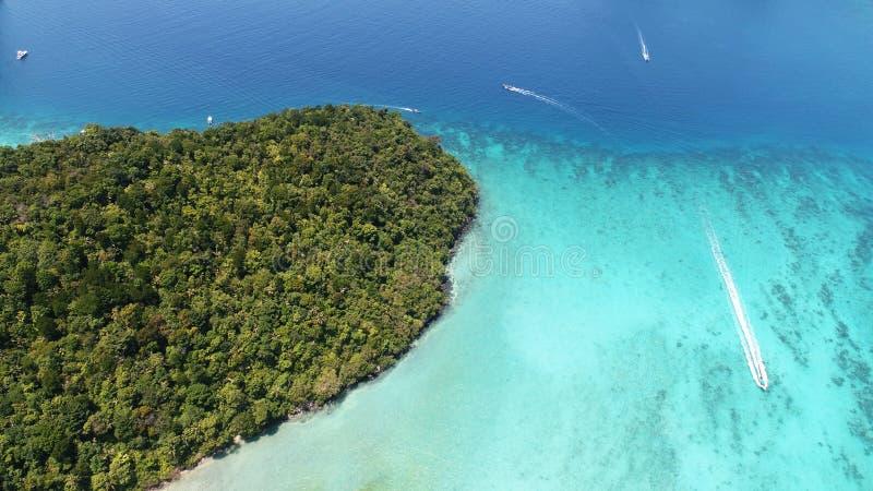 Powietrzna truteń fotografia ikonowa tropikalna turkus wody Pileh laguna, Phi Phi wyspy zdjęcie royalty free