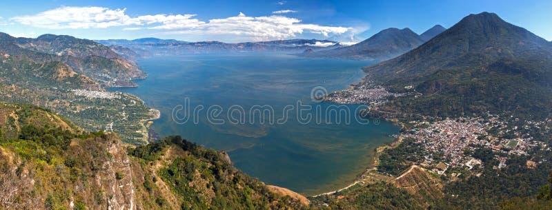Powietrznego Szerokiego Panoramicznego Scenicznego widoku Atitlan Gwatemala wulkanu Błękitny Jeziorny krajobraz fotografia royalty free