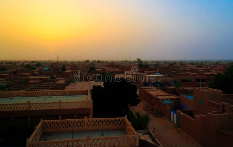 Powietrznego zmierzchu panoramiczny widok Agadez stary miasto, powietrze, Niger zdjęcie royalty free