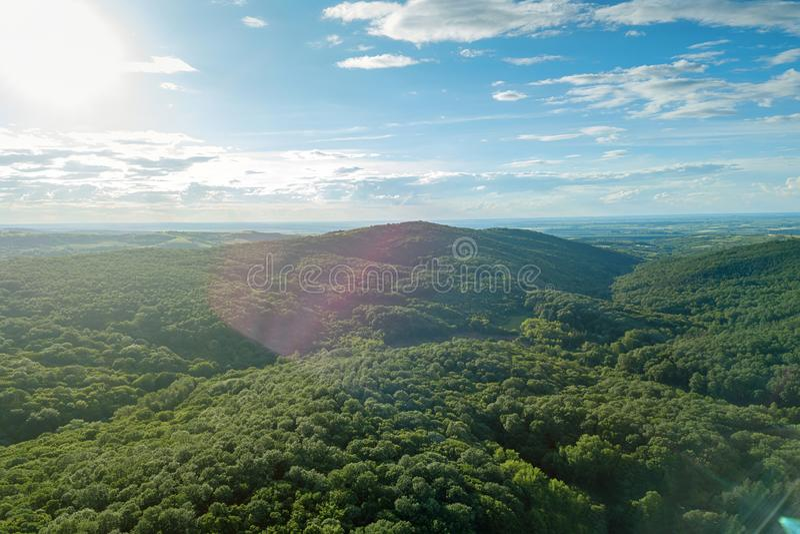 Powietrznej lasowej scenerii Europejska Lasowa Piękna góra zdjęcia stock