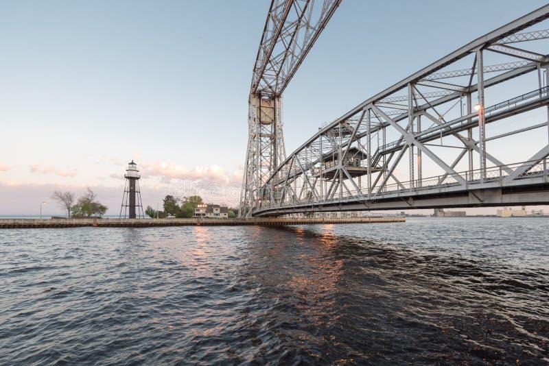 Powietrzny dźwignięcie most, latarnia morska i fotografia stock