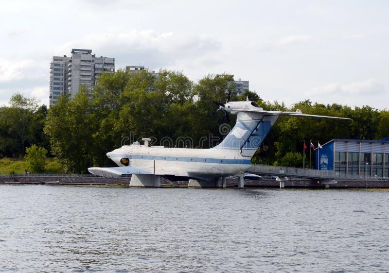 Powietrzny ekranoplan projekta 904 ` orlęcia ` przy Khimki rezerwuarem w Moskwa obrazy royalty free
