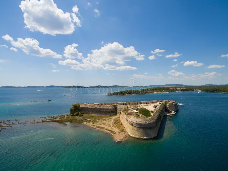 Powietrzny helikopter strzelał St Nicholas forteca - Sibenik archipelag obrazy royalty free