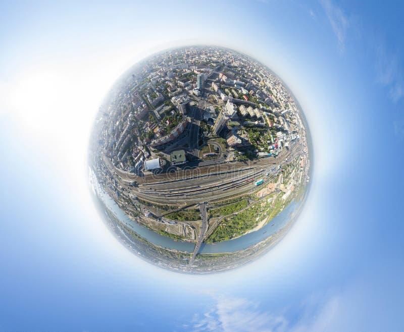 Powietrzny miasto widok z rozdroże budynkami i zdjęcia royalty free