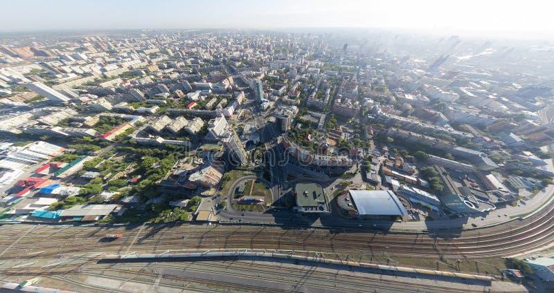 Powietrzny miasto widok z rozdroże budynkami i fotografia royalty free