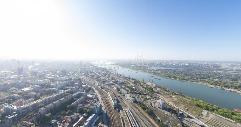 Powietrzny miasto widok z rozdroże budynkami i obraz stock