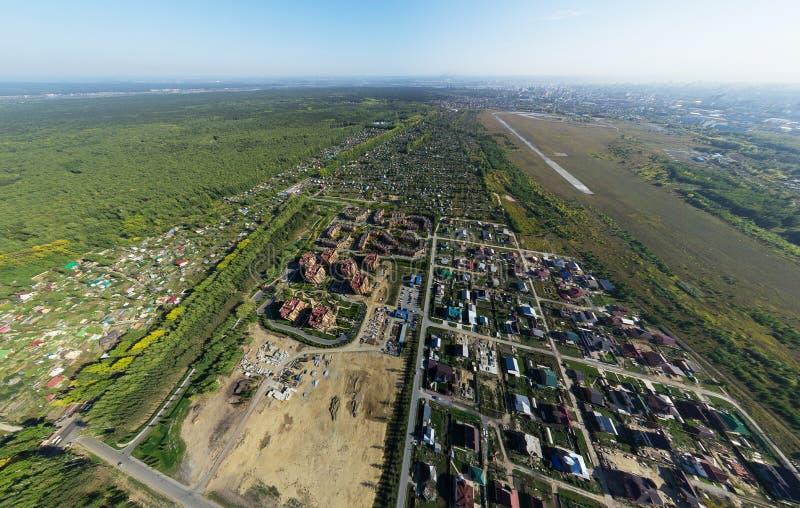 Powietrzny miasto widok z rozdroże budynkami i obrazy stock