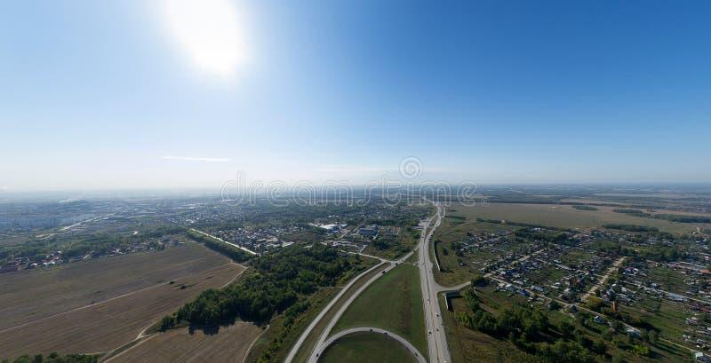 Powietrzny miasto widok z rozdroże budynkami i zdjęcie royalty free