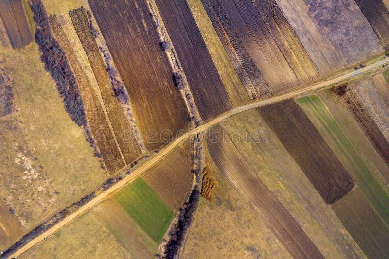 Powietrzny odgórny widok zaorany orny pole fotografia stock