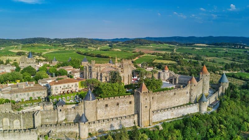 Powietrzny odgórny widok Carcassonne średniowieczny miasto i forteca roszujemy od above, Francja fotografia royalty free