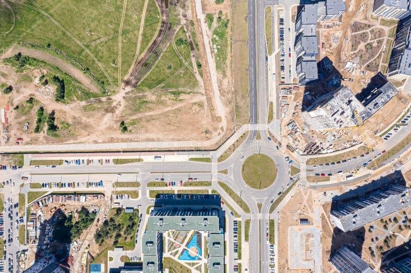 Powietrzny odgórny widok nowy miastowy obszar zamieszkały w budowie obrazy royalty free
