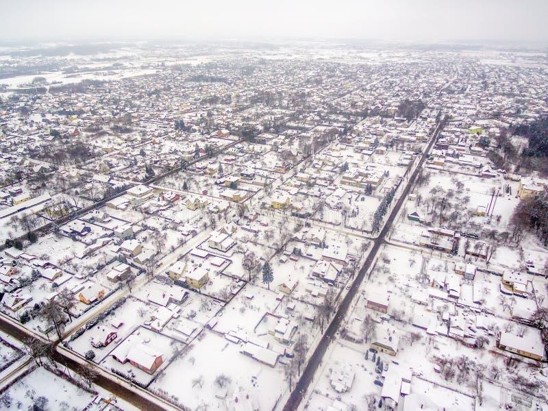 Powietrzny odgórny widok oddzielni domy w zimie zdjęcia royalty free