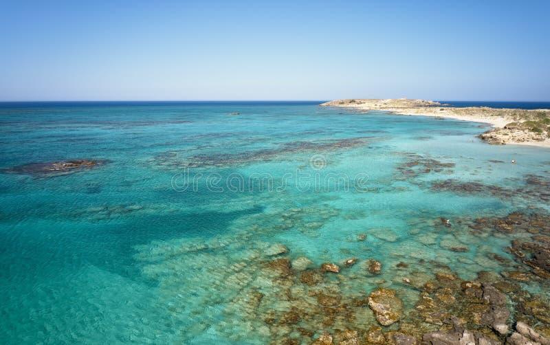 Powietrzny oko widok od trutnia na Elafonisi piaskowatej plaży na Crete Grecja zdjęcia stock