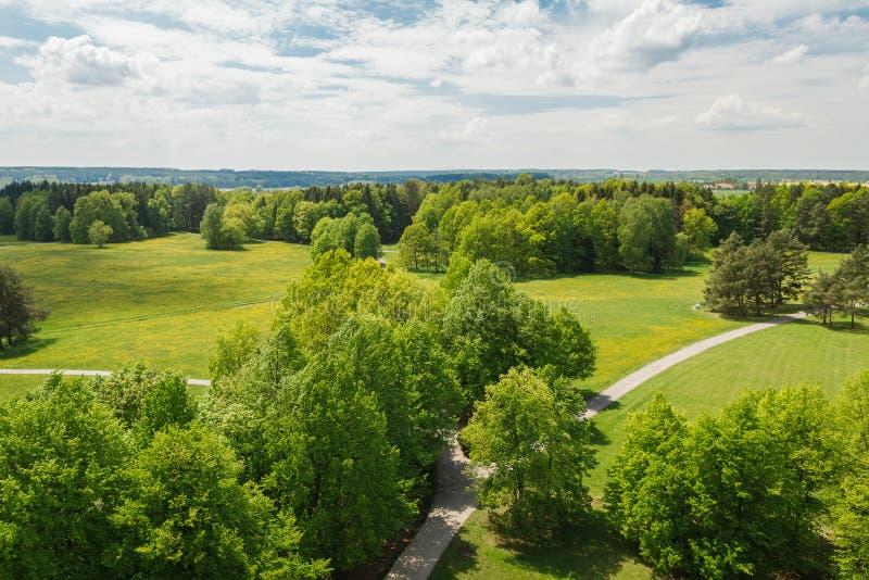 Powietrzny panoramatic widok ładna łąka, drzewa i footpath, czecha krajobraz zdjęcia stock