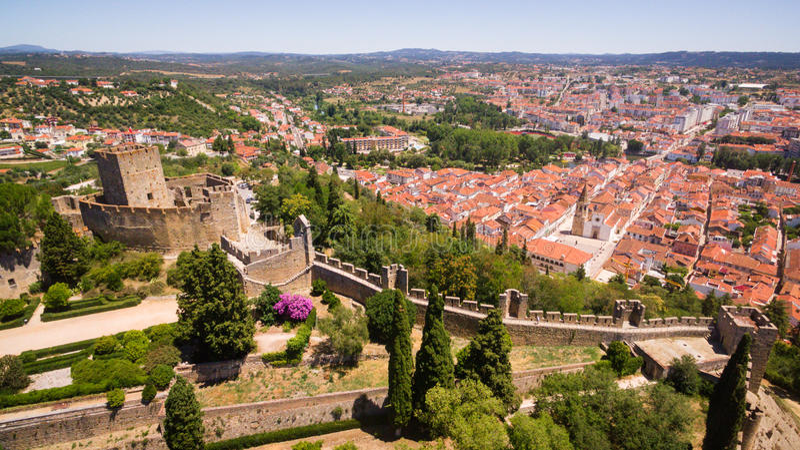 Powietrzny panoramiczny widok miasto Tomar fron Monastrty Convento De Cristo fotografia royalty free