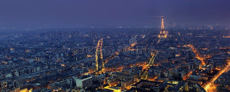 Powietrzny panoramiczny widok Paryż przy nocą od wycieczki turysycznej Montparnasse obrazy stock