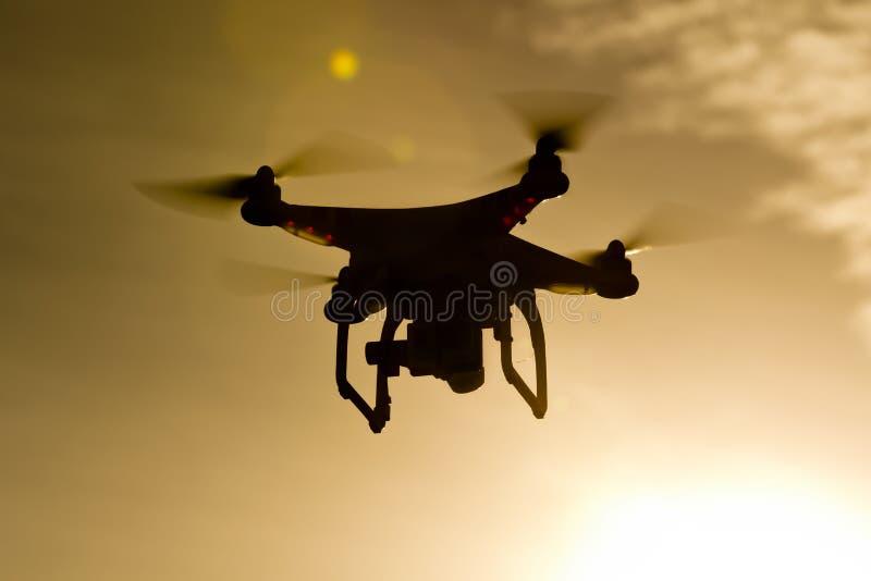 Powietrzny trutnia latanie Przez powietrza zdjęcie stock