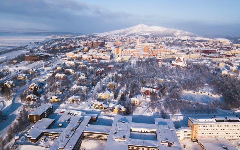 Powietrzny zima widok Kiruna northernmost miasteczko w Szwecja, prowincja Lapland, zima pogodny obrazek strzelał od trutnia obraz royalty free