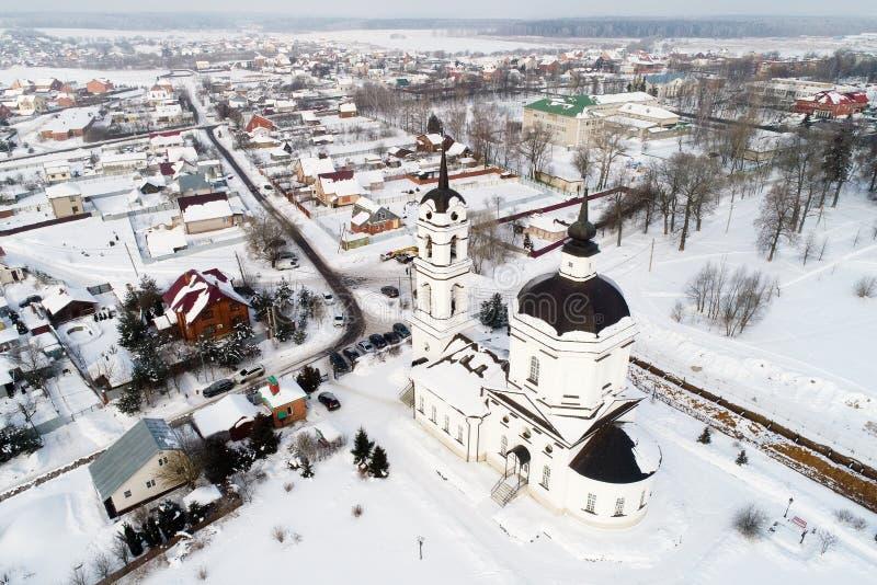 Powietrzny zima widok kościół Świątobliwy Nicholas w Klyonovo wiosce, Podolsk okręg, Moskwa region, Rosja obraz stock