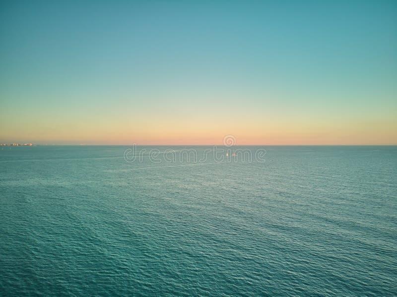 Powietrzny zmierzchu widok od Malvarrosa plaży w Walencja Hiszpania zdjęcia stock