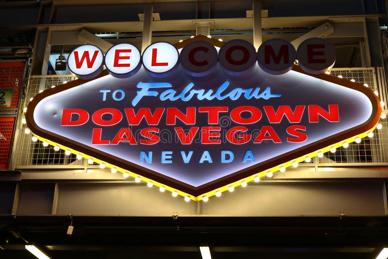Powitanie Bajecznie W centrum Las Vegas znak przy Fremont ulicą zdjęcia stock