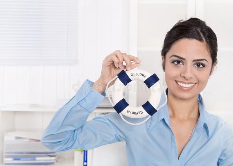 Powitanie na pokładzie - Biznesowej kobiety w błękicie robi rekrutować. zdjęcia stock