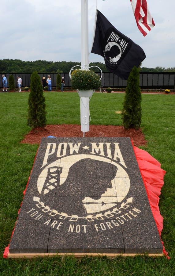 POWMIA-markör på den rörande väggutställningen royaltyfri foto