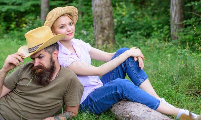 Powody ty musisz zdecydowanie być ubranym więcej kapelusze Kapelusze dla turystyki Wybiera właściwą odzież, wyposażenie i las wyc fotografia royalty free