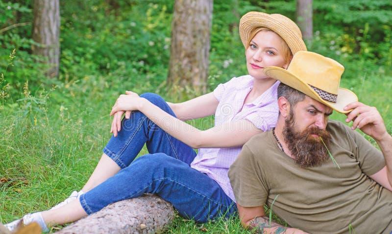 Powody ty musisz zdecydowanie by? ubranym wi?cej kapelusze Kapelusze dla turystyki Wybiera w?a?ciw? odzie?, wyposa?enie i las wyc zdjęcie stock