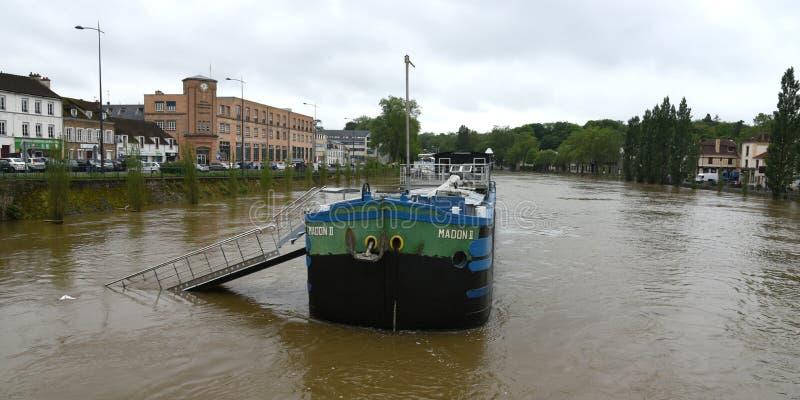 Powodzie na miasteczku melun zdjęcia stock