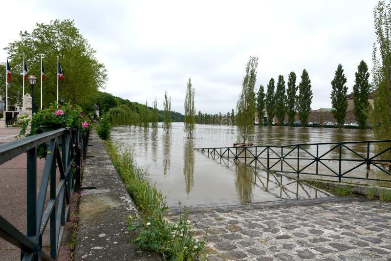 Powodzie na miasteczku melun zdjęcia royalty free