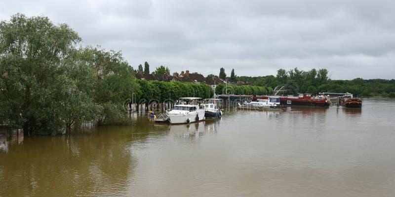 Powodzie na miasteczku melun zdjęcie royalty free