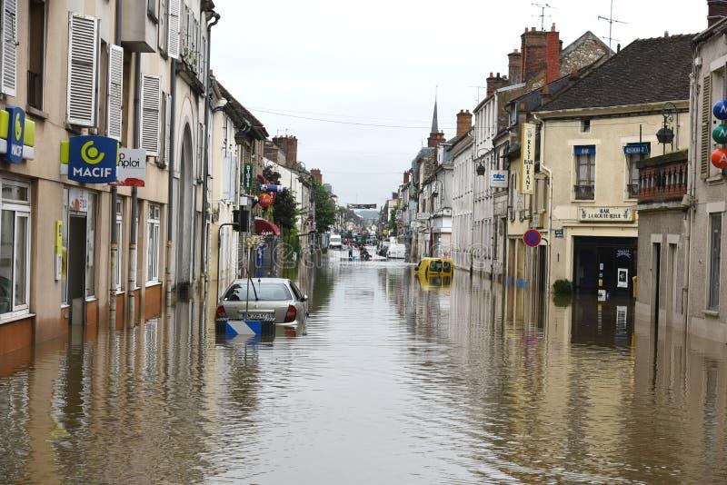 Powodzie na miasteczku nemours obraz royalty free