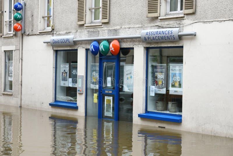 Powodzie na miasteczku nemours obraz stock