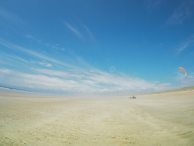 Powozik na plażowej latającej kani obrazy stock