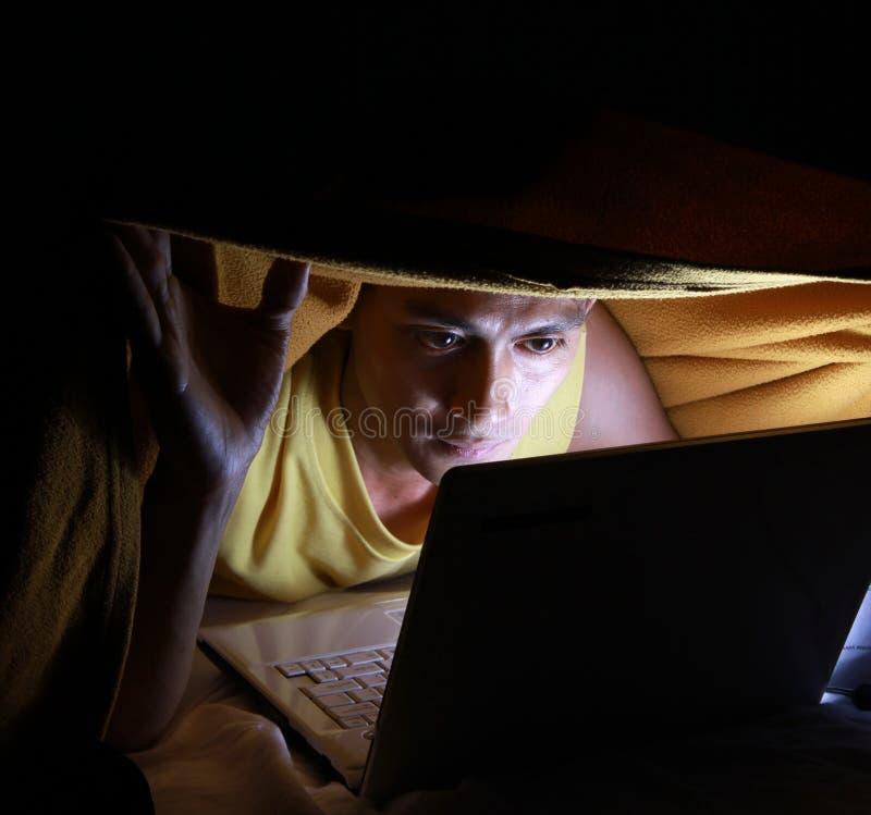 powszechny używać laptopu fotografia royalty free