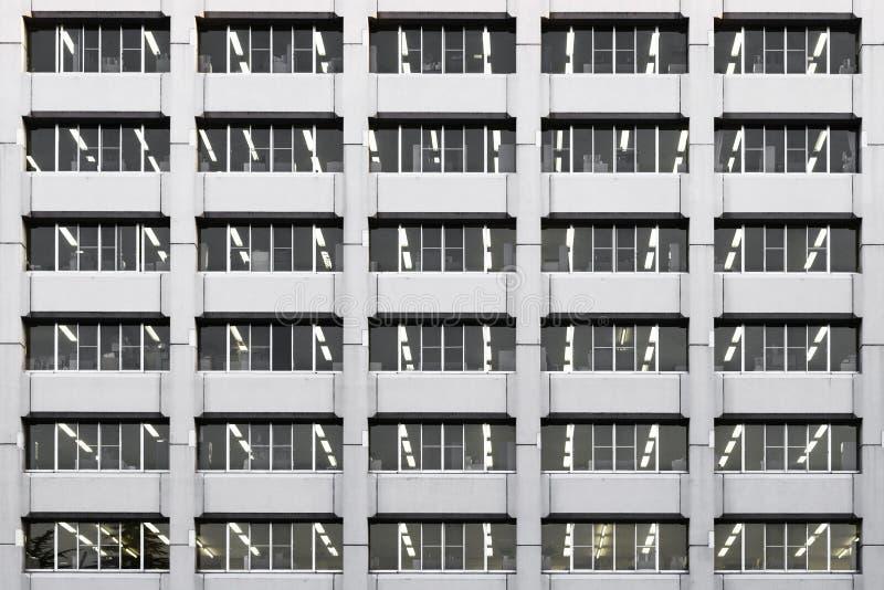 Powtórka Windows budynku biurowego wzór i tło fotografia royalty free