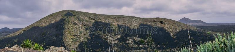 Powulkaniczna skała w Lanzarote, panorama koloru fotografia obrazy royalty free