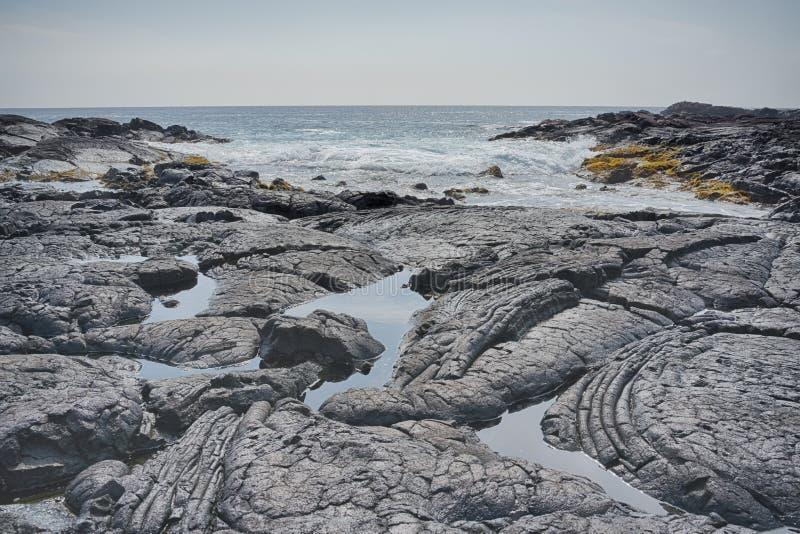 Powulkanicznej skały krajobraz Kealakekua zatoka zdjęcia stock